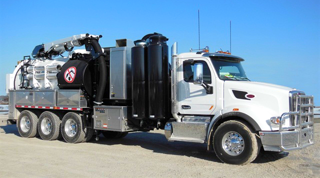 Hydro-vacuum-truck